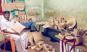 Tamil Nadu School Dropout turns Banana Waste into Ropes for Bags & Baskets